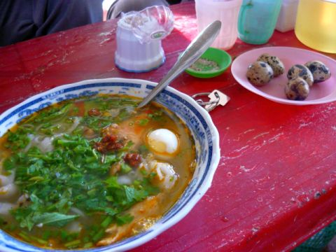 banh canh and quail eggs